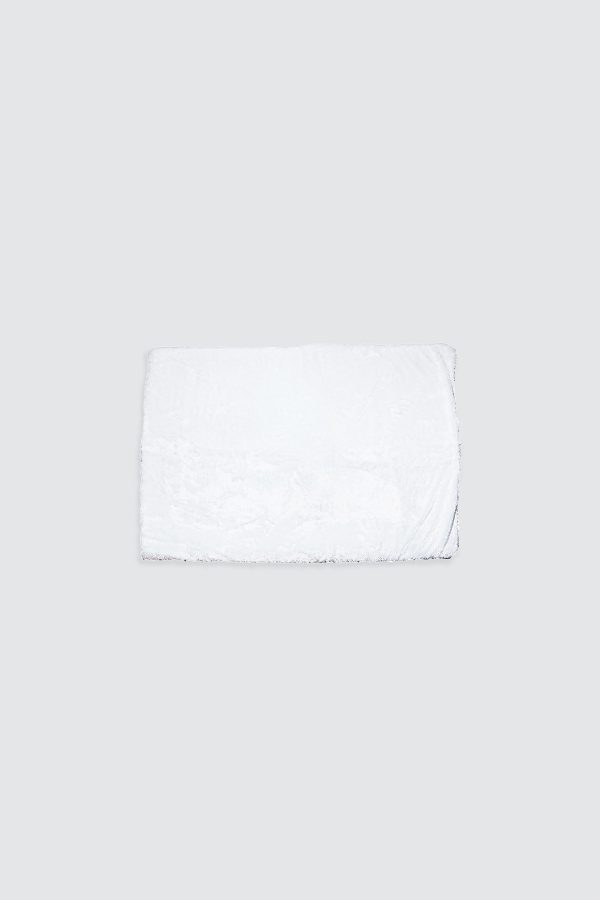Square-White-Frost-Fur-Rug—3Small